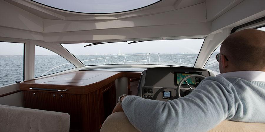 Nimbus 405 Flybridge Cabin