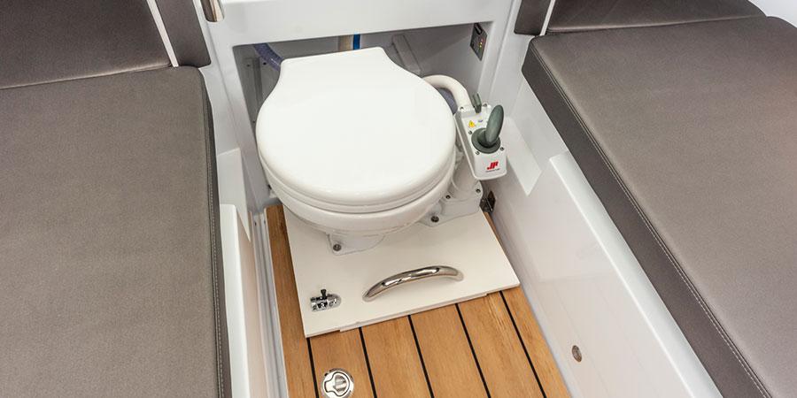Axopar 24 HT Toilet
