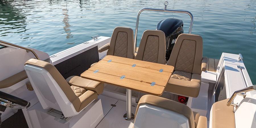 Axopar 24 TT Seating Area