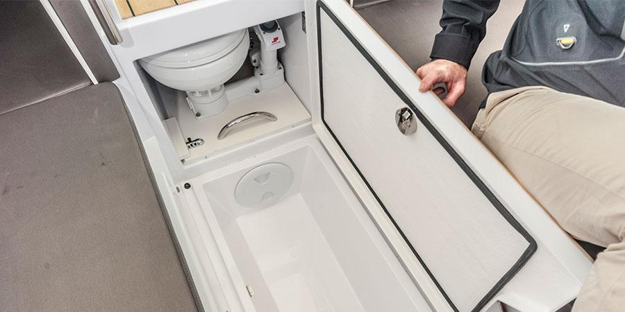 Axopar 24 TT Toilet