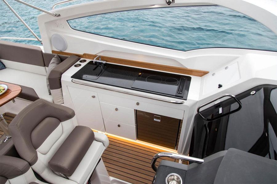 Nimbus Weekender W9 cockpit